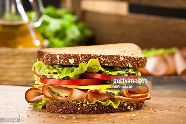 スモークハムのサンドイッチ
