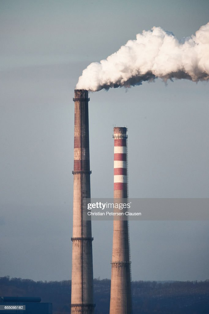Smokestack pollution from coal powerplant : Stock Photo