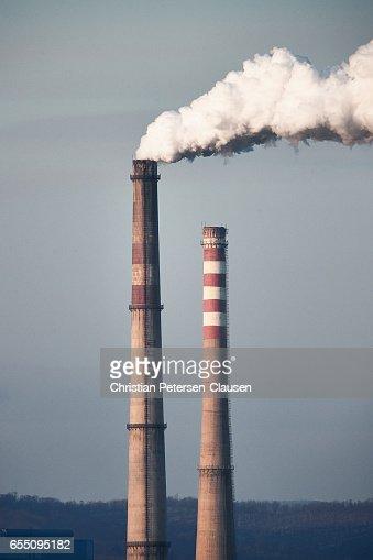 Smokestack pollution from coal powerplant : Stock Photo