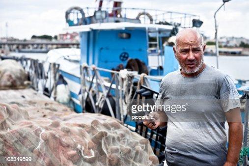 Fumar pescador em Quay : Foto de stock