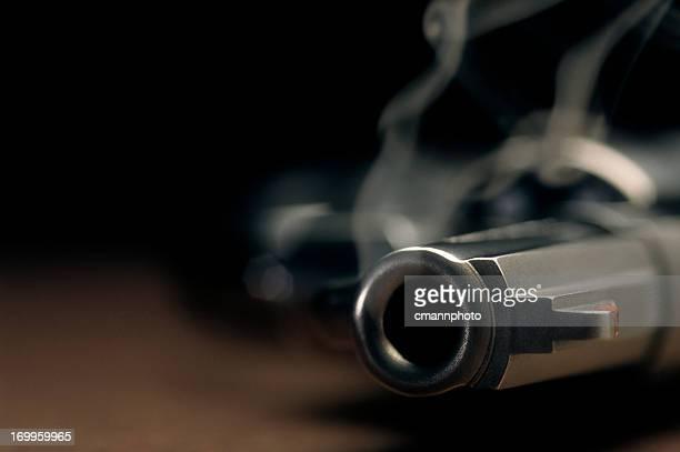 Pistolet à fumer Allongé sur le sol, revolver