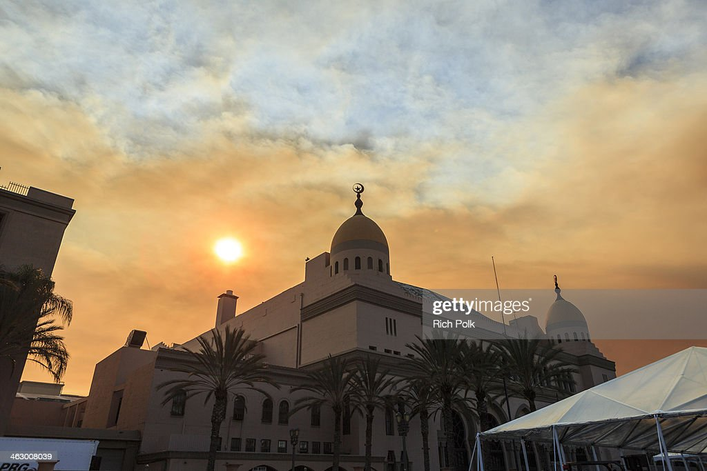 Smoky skies from the Colby fire are seen over the Shrine Auditorium January 16, 2014 in Los Angeles, California. A wildfire near Glendora in the San Gabriel Valley has prompted officials to order evacuations for houses near the fire.