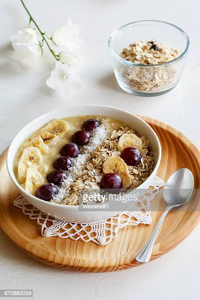 Smoothie bowl with banana, grapevine and oat cocos topping