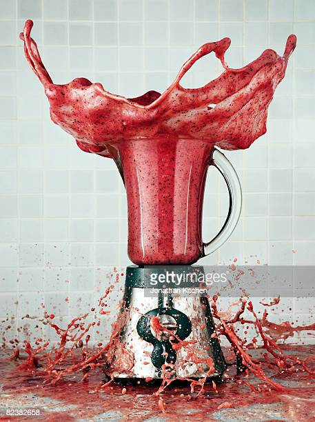 Smoothie in a blender explodes out