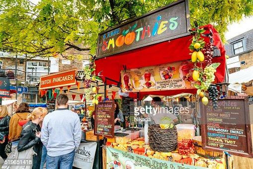 Frullato stalle, il Camden Serratura mercato a Londra, Regno Unito