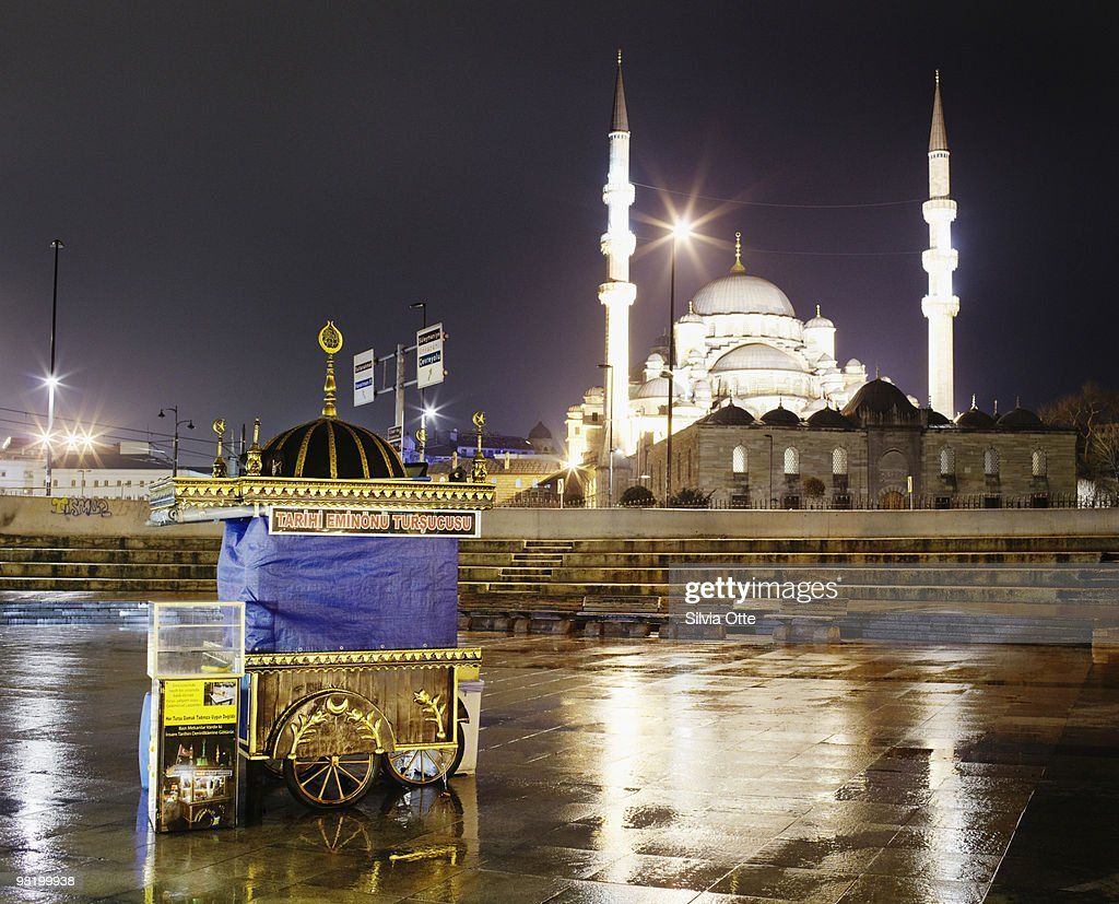 Snack cart with Yeni Mosque in background : Stock Photo