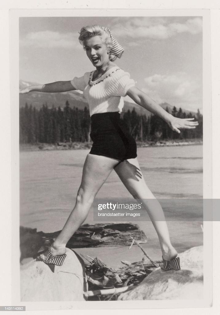 Snapshot Marilyn Monroe wearing hot pants USA Photograph 1949