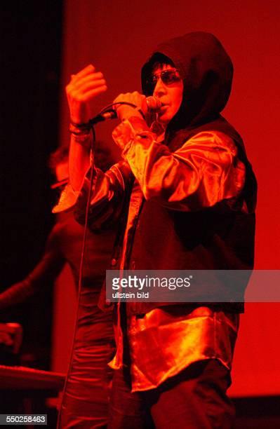 Sänger Alan Vega während eines Konzertes in Berlin