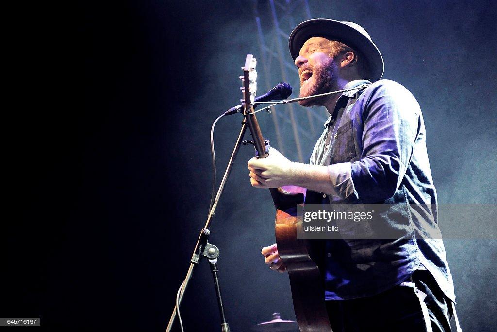 Sänger Alex Clare bei einem Konzert in der Turbinenhalle Oberhausen