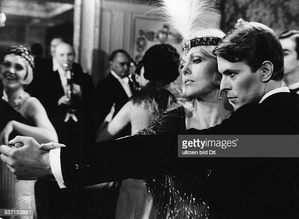 * Sänger Schauspieler Grossbritannien mit Kim Novak in dem Film 'Schöner Gigolo armer Gigolo' 1978
