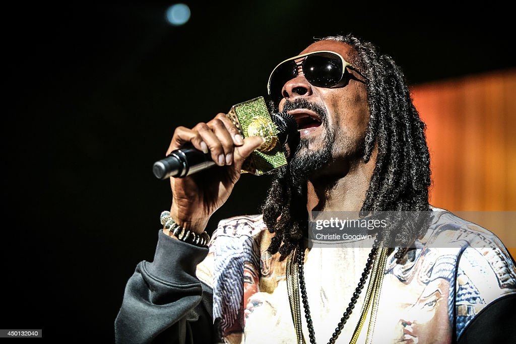 <a gi-track='captionPersonalityLinkClicked' href=/galleries/search?phrase=Snoop+Dogg&family=editorial&specificpeople=175943 ng-click='$event.stopPropagation()'>Snoop Dogg</a> aka Snoop Lion performs on stage at Brixton Academy on June 5, 2014 in London, United Kingdom.