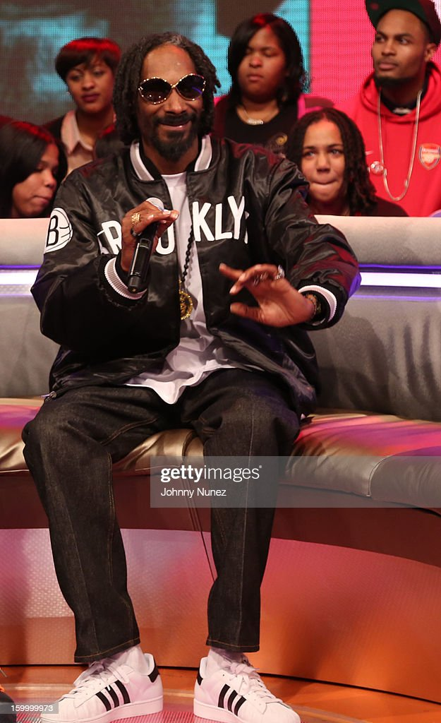 <a gi-track='captionPersonalityLinkClicked' href=/galleries/search?phrase=Snoop+Dogg&family=editorial&specificpeople=175943 ng-click='$event.stopPropagation()'>Snoop Dogg</a>, aka Snoop Lion, visits at 106 & Park Studio on January 24, 2013 in New York City.