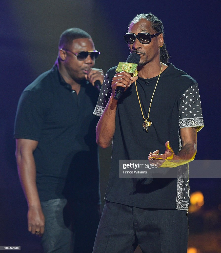 Snoop Dogg and Doug E Fresh perform at the BET Hip Hop awards at Boisfeuillet Jones Atlanta Civic Center on September 20, 2014 in Atlanta, Georgia.