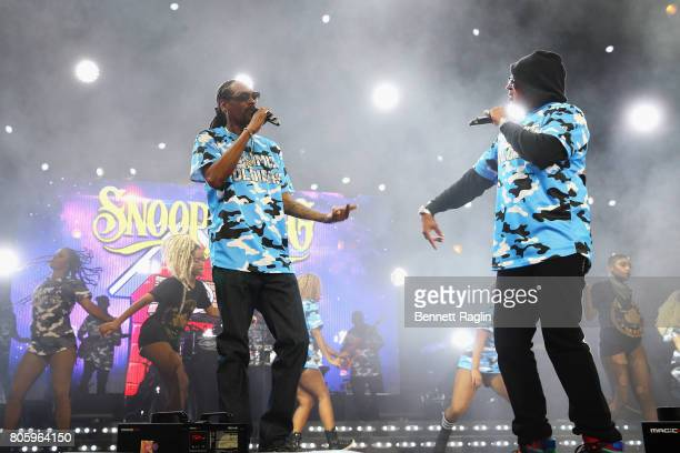 Snoop Dogg and Master P perform onstage at the 2017 ESSENCE Festival Presented By Coca Cola at the MercedesBenz Superdome on July 2 2017 in New...