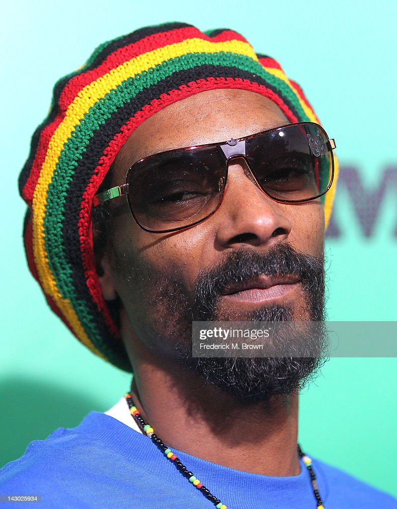 <a gi-track='captionPersonalityLinkClicked' href=/galleries/search?phrase=Snoop+Dogg&family=editorial&specificpeople=175943 ng-click='$event.stopPropagation()'>Snoop Dogg</a> attends the Premiere of Magnolia Pictures' 'Marley' at the ArcLight Hollywood on April 17, 2012 in Hollywood, California.
