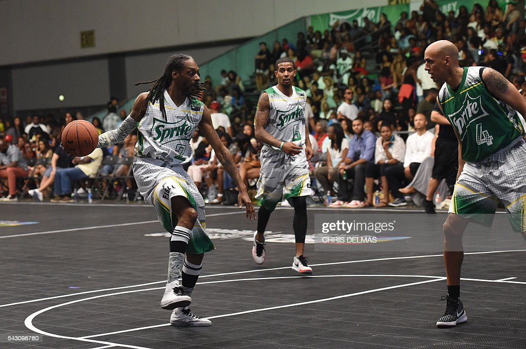 Snoop Dogg participates in the Celebrity Basketball Game at BET Experience at the Convention Center in Los Angeles, on June 25, 2016. / AFP / CHRIS