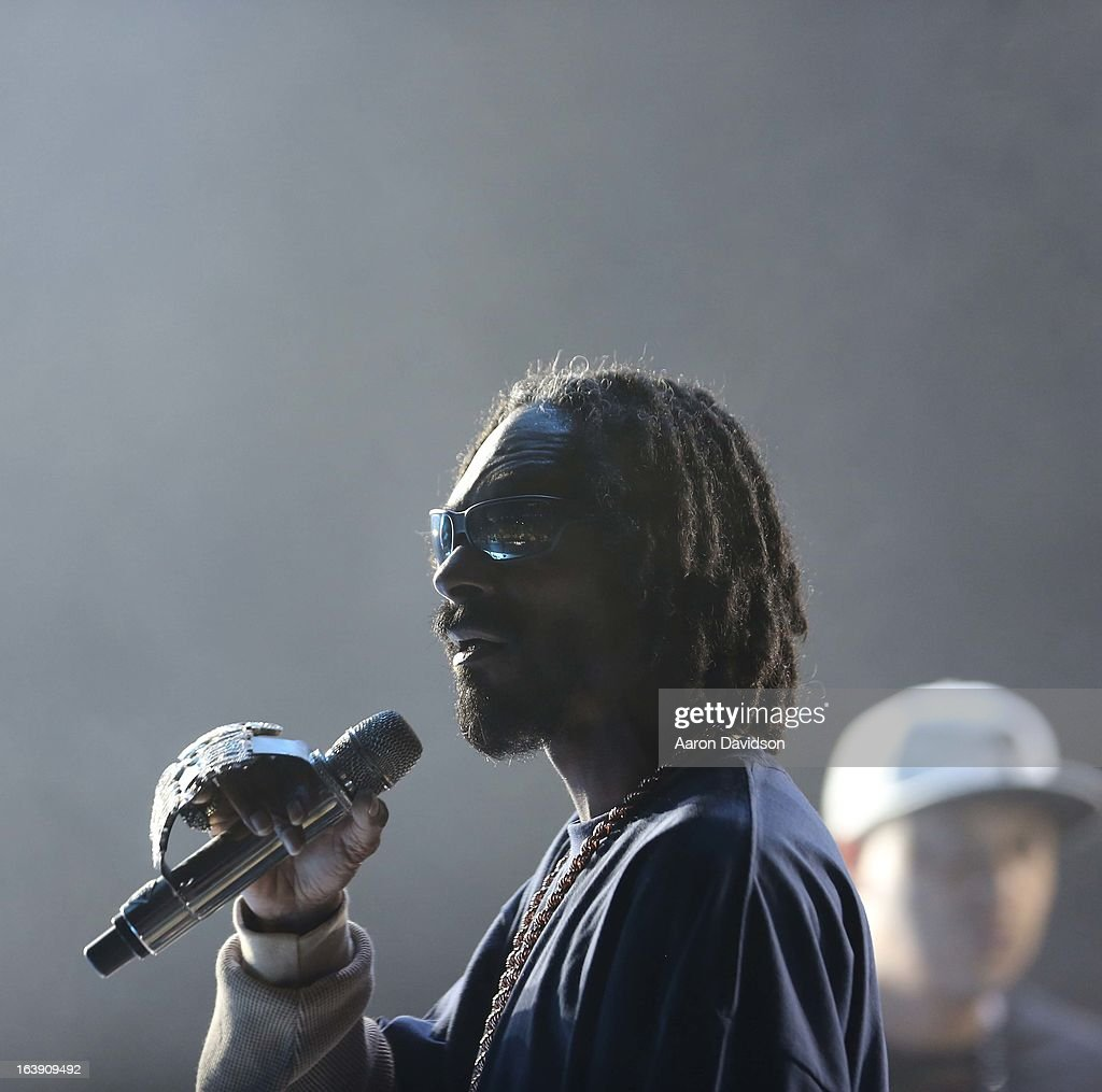 <a gi-track='captionPersonalityLinkClicked' href=/galleries/search?phrase=Snoop+Dogg&family=editorial&specificpeople=175943 ng-click='$event.stopPropagation()'>Snoop Dogg</a> peforms at Ultra Musci Festival - Weekend 1 at Bayfront Park Amphitheater on March 17, 2013 in Miami, Florida.