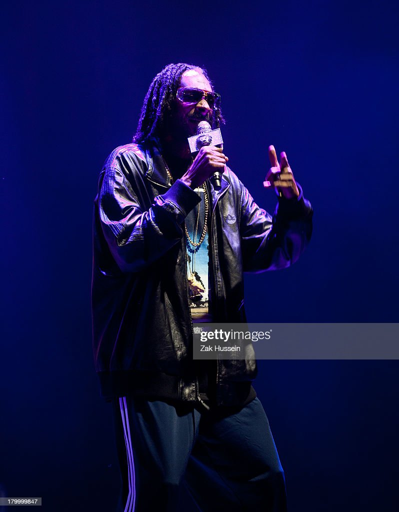 <a gi-track='captionPersonalityLinkClicked' href=/galleries/search?phrase=Snoop+Dogg&family=editorial&specificpeople=175943 ng-click='$event.stopPropagation()'>Snoop Dogg</a> performs at Day 3 of Bestival at Robin Hill Country Park on September 7, 2013 in Newport, Isle of Wight.