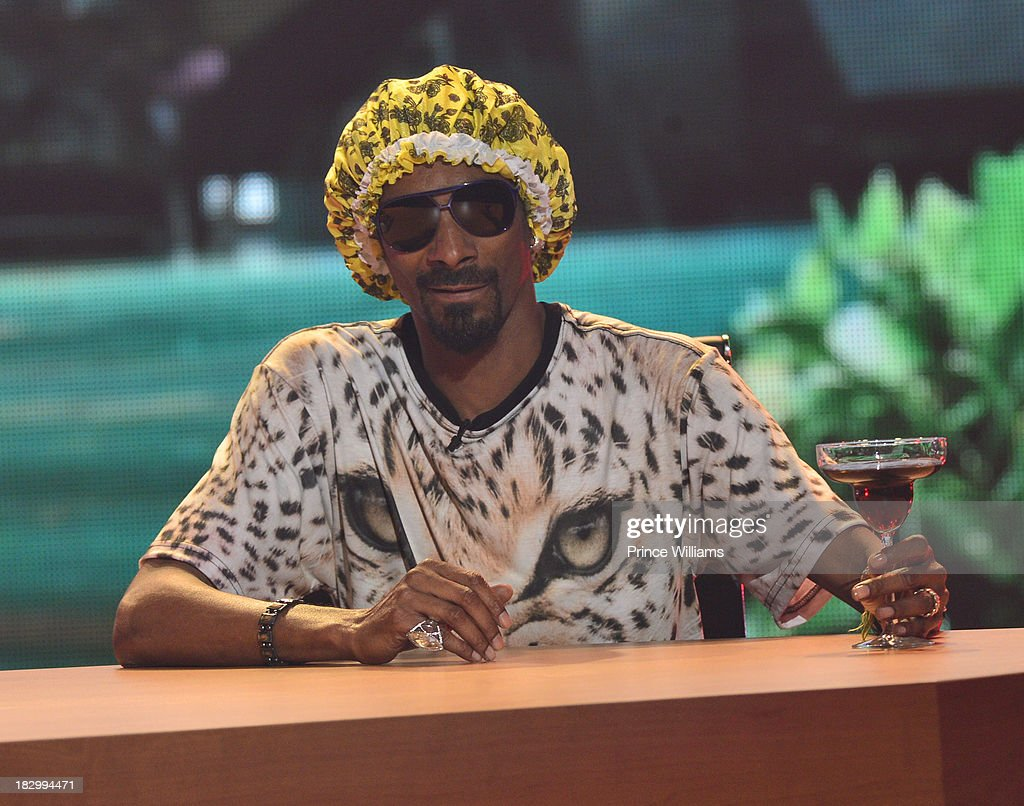 <a gi-track='captionPersonalityLinkClicked' href=/galleries/search?phrase=Snoop+Dogg&family=editorial&specificpeople=175943 ng-click='$event.stopPropagation()'>Snoop Dogg</a> performs during the BET Hip Hop Awards 2013 at the Boisfeuillet Jones Atlanta Civic Center on September 28, 2013 in Atlanta, Georgia.