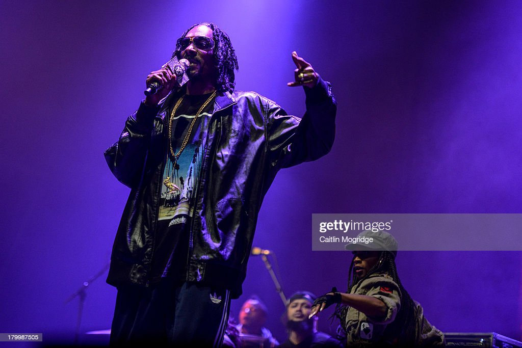 <a gi-track='captionPersonalityLinkClicked' href=/galleries/search?phrase=Snoop+Dogg&family=editorial&specificpeople=175943 ng-click='$event.stopPropagation()'>Snoop Dogg</a> performs on Day 3 of Bestival at Robin Hill Country Park on September 7, 2013 in Newport, Isle of Wight.