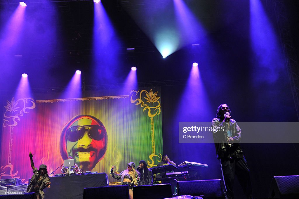 <a gi-track='captionPersonalityLinkClicked' href=/galleries/search?phrase=Snoop+Dogg&family=editorial&specificpeople=175943 ng-click='$event.stopPropagation()'>Snoop Dogg</a> performs on stage during Day 3 of Bestival 2013 at Robin Hill Country Park on September 7, 2013 in Newport, Isle of Wight.