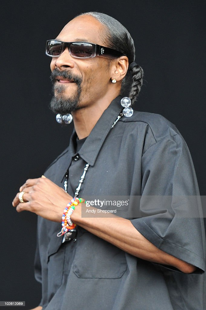 <a gi-track='captionPersonalityLinkClicked' href=/galleries/search?phrase=Snoop+Dogg&family=editorial&specificpeople=175943 ng-click='$event.stopPropagation()'>Snoop Dogg</a> performs on stage during the second day of Wireless Festival 2010 in Hyde Park on July 3, 2010 in London, England.