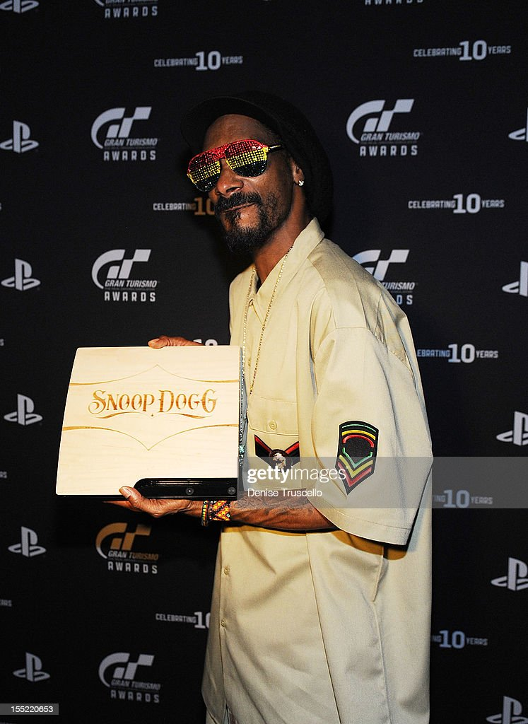 <a gi-track='captionPersonalityLinkClicked' href=/galleries/search?phrase=Snoop+Dogg&family=editorial&specificpeople=175943 ng-click='$event.stopPropagation()'>Snoop Dogg</a> poses for photos at Playstation's 10th Annual Gran Turismo Awards at The Palms Casino Resort on November 1, 2012 in Las Vegas, Nevada.