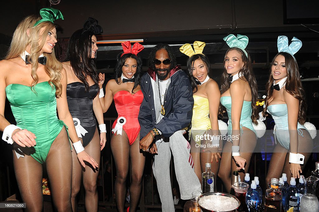 <a gi-track='captionPersonalityLinkClicked' href=/galleries/search?phrase=Snoop+Dogg&family=editorial&specificpeople=175943 ng-click='$event.stopPropagation()'>Snoop Dogg</a> (C) poses with Playmates Tabasco Original Red Sauce at the Playboy Party presented by Crown Royal on February 1, 2013 in New Orleans, Louisiana.