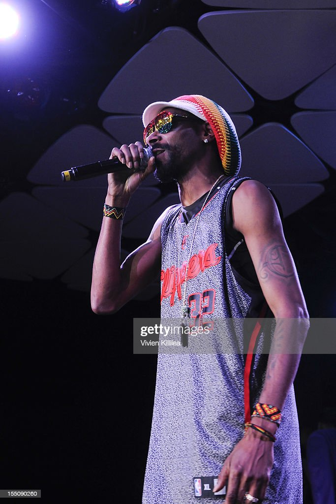 Snoop Lion performs at Los Angeles Clipper Matt Barnes' 'Welcome Back To LA' Post-Game Halloween Party at The Conga Room at L.A. Live on October 31, 2012 in Los Angeles, California.