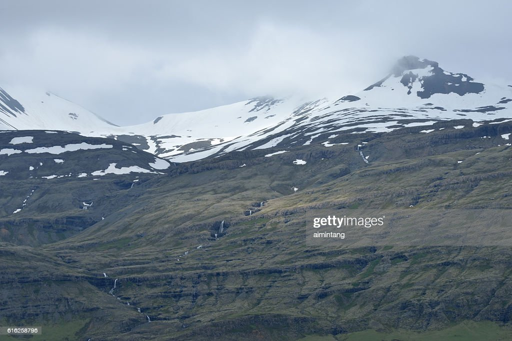 Snow Capped Mountains in South Iceland : Foto de stock