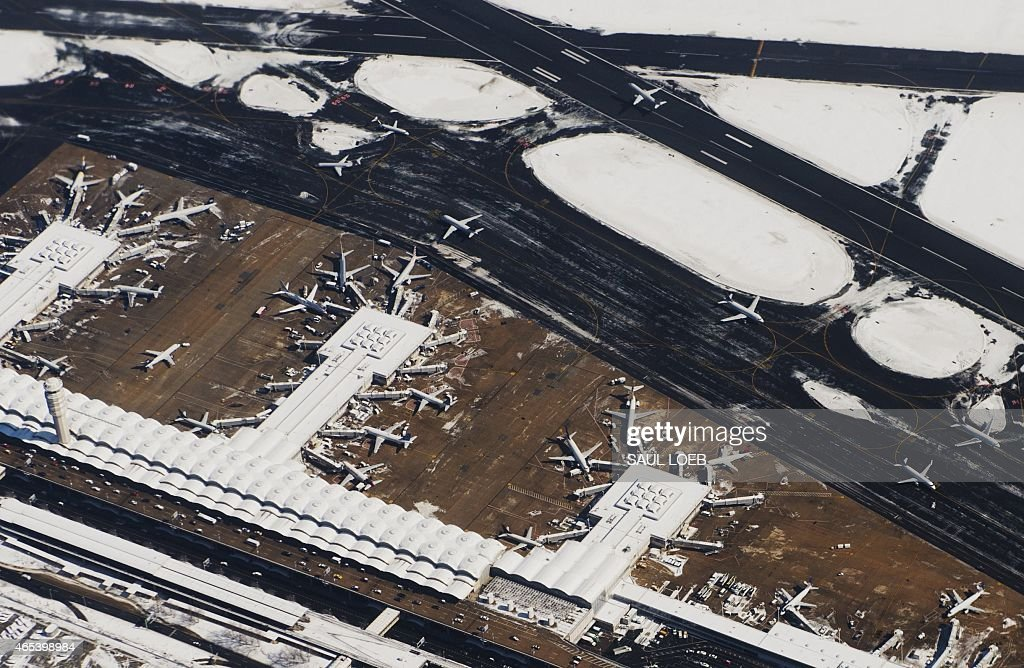 Snow covers Ronald Reagan Washington National Airport in Arlington Virginia in this aerial photograph March 6 2015 AFP PHOTO / SAUL LOEB