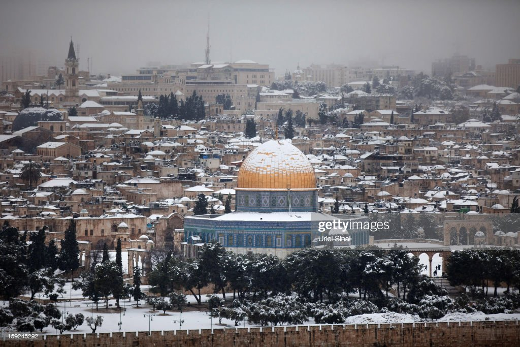 Snow covers the Dome of the Rock at the Al-Aqsa mosque compound on January 10, 2013 in the old city in east Jerusalem, Israel.