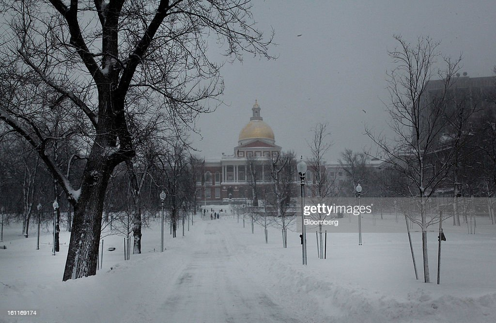 Snow covers the ground in front of the State House after Winter Storm Nemo in Boston, Massachusetts, U.S., on Saturday, Feb. 9, 2013. More than two feet of snow fell on parts of the U.S. Northeast as high winds left hundreds of thousands of people in the region without power, closed highways and forced the cancellation of 4,700 flights. Photographer: Brian Sullivan/Bloomberg via Getty Images