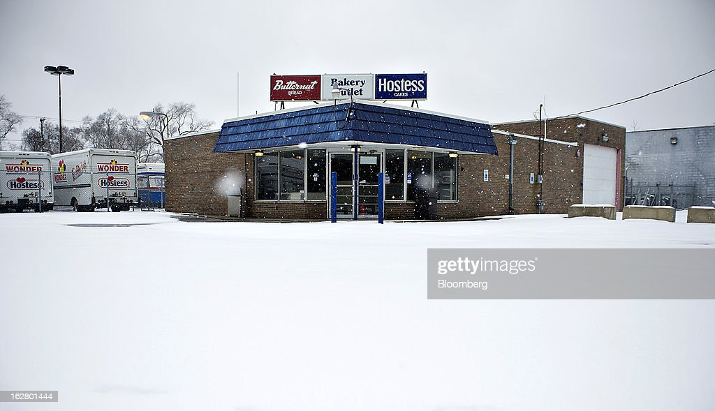Snow covers the parking lot outside a closed Hostess Brands Inc. bakery outlet store in Peoria, Illinois, U.S., on Wednesday, Feb. 27, 2013. Flowers Foods Inc., maker of packaged bakery foods, won the bidding for the majority of the bread-making business of Hostess Brands Inc., including the Wonder, Butternut, Home Pride, Merita and Nature's Pride brands, 20 bread plants, 38 depots and other assets, after no other competing offers were submitted. Photographer: Daniel Acker/Bloomberg via Getty Images