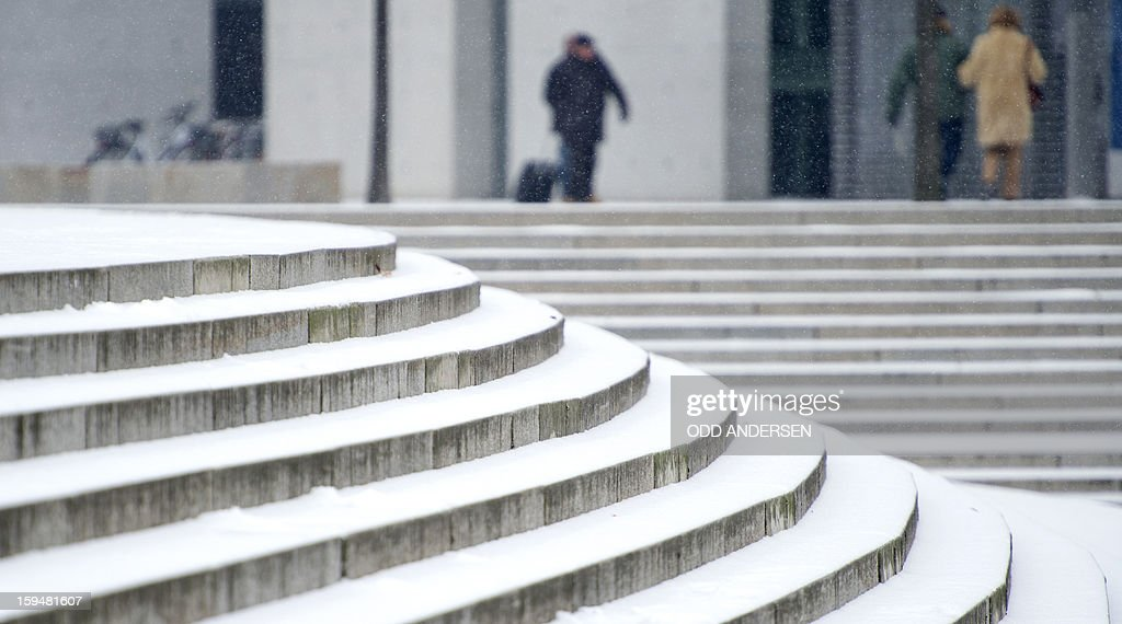 Snow covers the steps outside the German parliament in Berlin on January 14, 2013. Temperature dropped over night and snow followed at daybreak in the German capital.