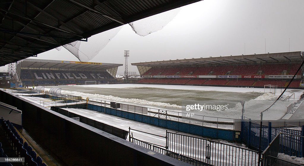 http://media.gettyimages.com/photos/snow-covers-windsor-park-pitch-and-stadium-in-belfast-northern-on-picture-id164286841