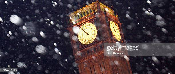 Snow falls in front of Big Ben on October 28 2008 in London England A sudden cold snap brought wintery weather including snow and sleet across large...