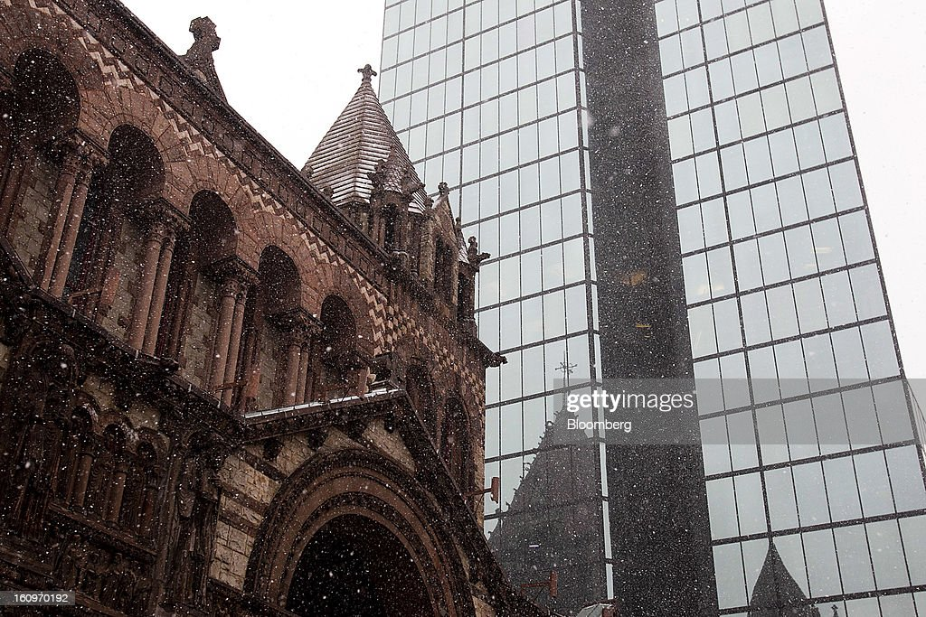 Snow falls in front of Trinity Church and the John Hancock Tower at Copley Square in Boston, Massachusetts, U.S., on Friday, Feb. 8, 2013. The New England cities are expected to receive more than 2 feet of snow by the time Winter Storm Nemo moves out tomorrow night, according to the weather service. Photographer: Kelvin Ma/Bloomberg via Getty Images