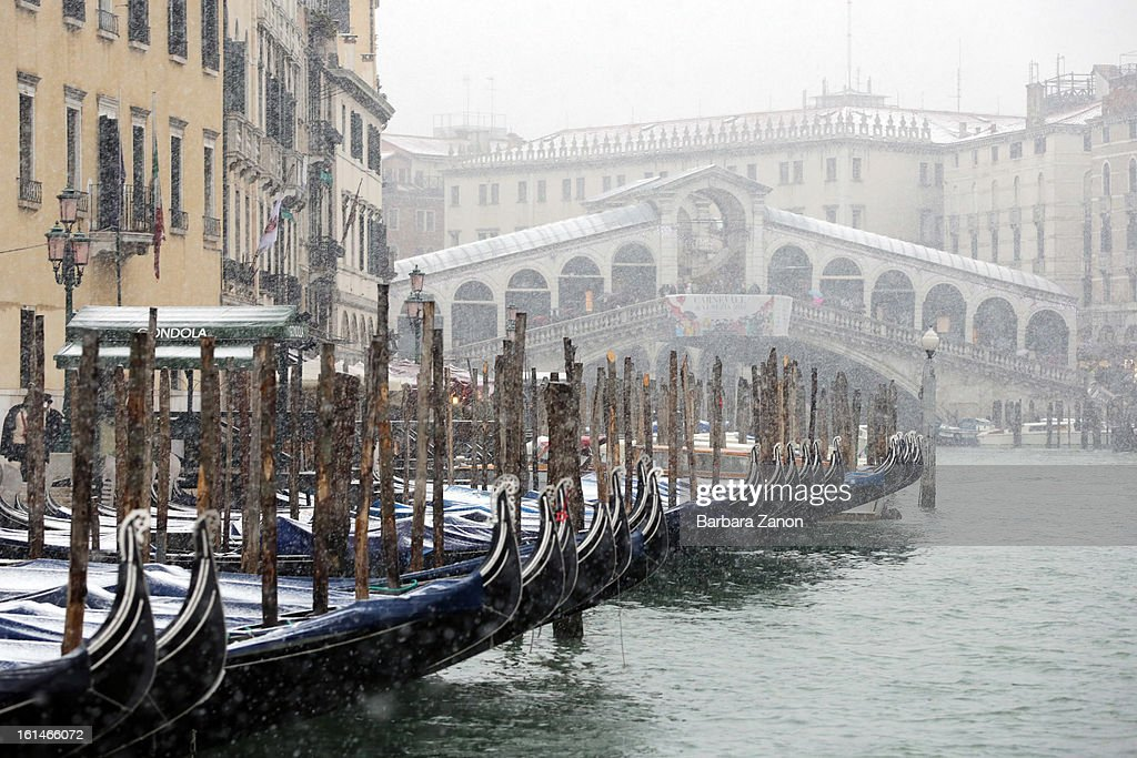 Snow falls near Rialto Bridge and Grand Canal during heavy snow on February 11, 2013 in Venice, Italy. Heavy snow, rain and wind hit the canals as boats moved commuters across the islands.