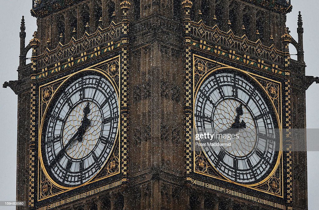 Snow flurries around Big Ben at Parliament on January 14, 2013 in London, England. Heavy snow is falling in parts of the United Kingdom.