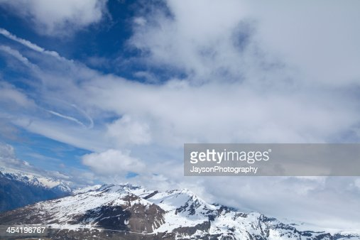 Nieve en las montañas de Suiza : Foto de stock