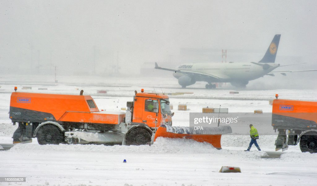 A snow plough removes snow from the airfield at the airport in Frankfurt am Main, western Germany, on March 12, 2013. Frankfurt Airport, Europe's third-busiest hub, was able to re-open one runway for takeoffs only on Tuesday afternoon, a spokesman said, after being forced to close completely due to heavy snow.