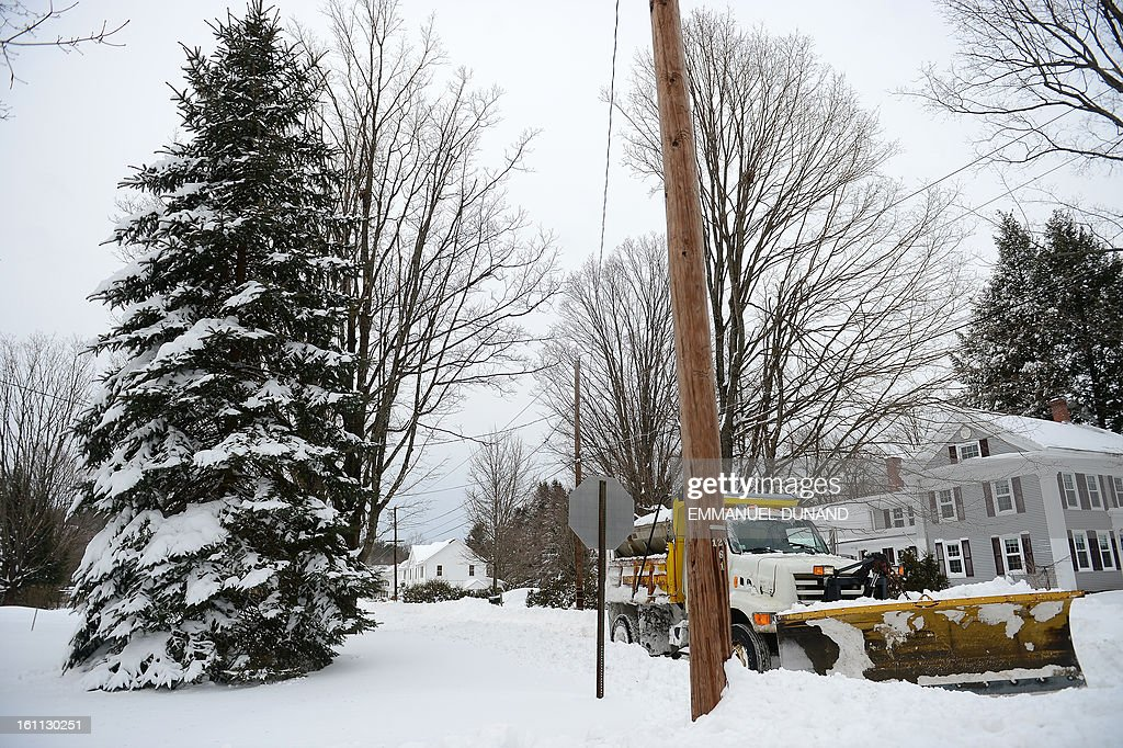 A snow plow clears a road after a winter storm hit in Montague, Massachusetts, February 9, 2013. More than two feet (61cm) of snow fell on parts of the US Northeast as high winds left hundreds of thousands of people in the region without power, closed highways and forced the cancellation of some 4,700 flights. AFP PHOTO/Emmanuel Dunand
