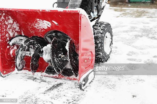 Sgombraneve sul vialetto inverno neve orizzontale