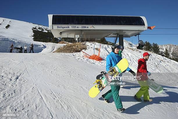 Snowboarders enjoy sunny weather on the Shiligarnik trail at the Bansko ski resort on January 13 2014 in Bansko Bulgaria Located in the Pirin...