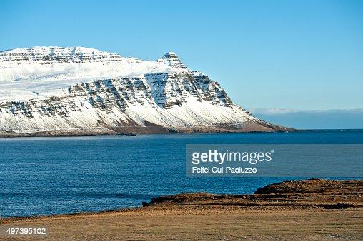 Snowcapped Imágenes De Stock Snowcapped Fotos De Stock: Snowcapped Mountain And Fjord At Breiddalsvik Iceland