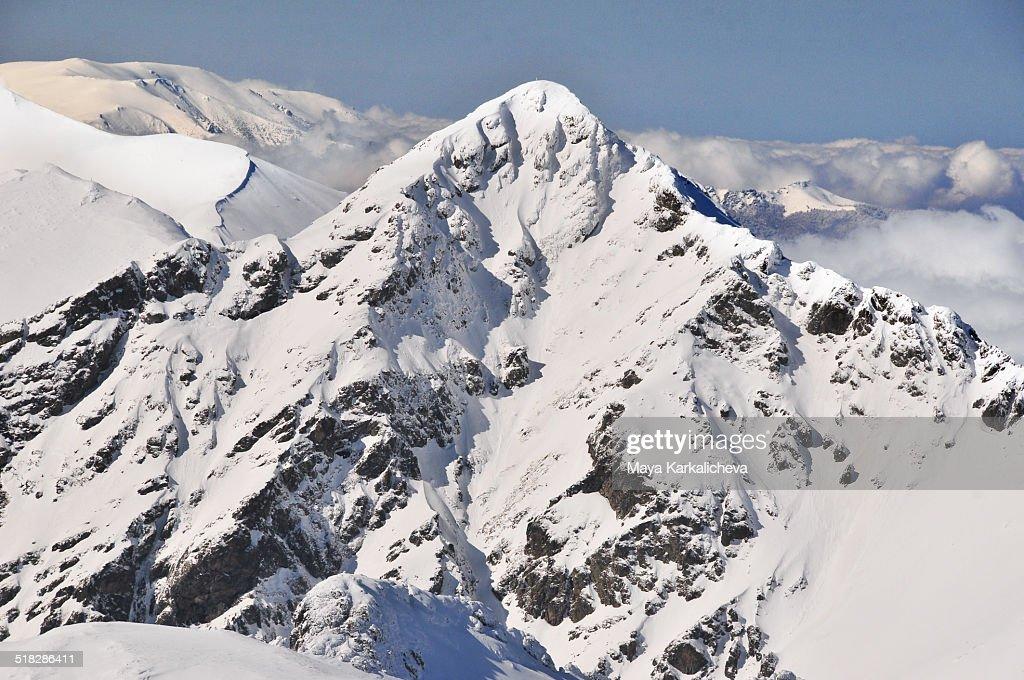 Snowcapped Imágenes De Stock Snowcapped Fotos De Stock: Snowcapped Peak In Balkan Mountains Bulgaria Stock-Foto