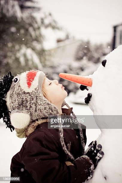 Snowman kisses