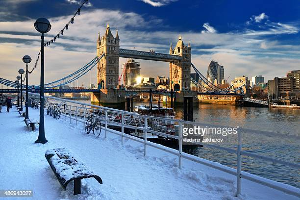 Snowy and sunny morning in London