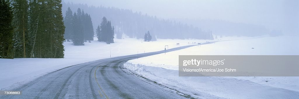 'A Snowy Route 14, Near Cedar Breaks National Park, Utah' : Stock Photo